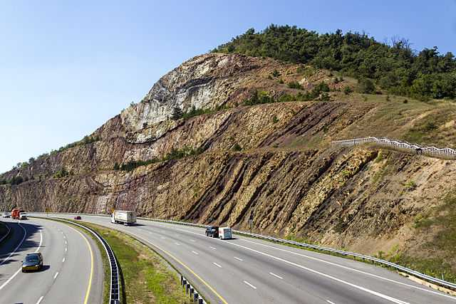 640px-Sideling_Hill_cut_MD1